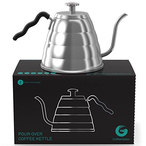 Für einen perfekten, per Hand aufgegossenen Filterkaffee – Damit Ihre Bohnen nicht mehr verbrennen, mit Thermometer von Coffee Gator eingebaut – Handbrüh-Kaffeekessel 1,2 L aus Edelstahl